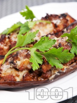 Вкусни пълнени патладжани (цървули) с кайма и кашкавал печени на фурна - снимка на рецептата